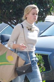 Ava Phillippe Out Shopping in Brentwood 2018/11/20 7