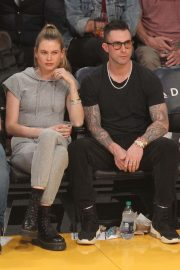 Behati Prinsloo and Adam Levine at LA Lakers Game in Los Angeles 2018/11/23 1