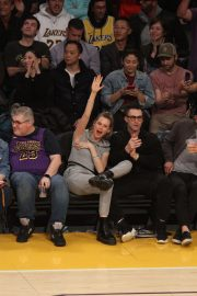 Behati Prinsloo and Adam Levine at LA Lakers Game in Los Angeles 2018/11/23 2