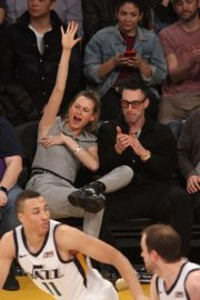 Behati Prinsloo and Adam Levine at LA Lakers Game in Los Angeles 2018/11/23 3