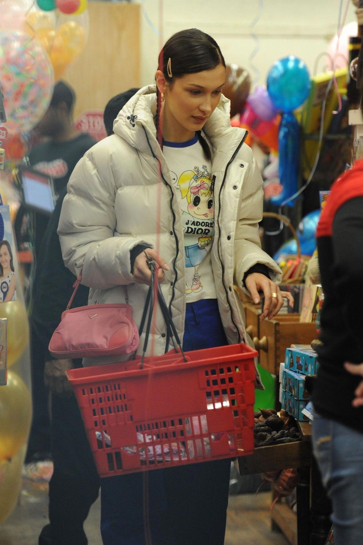 Bella Hadid Out Shopping in New York 2018/11/16 1