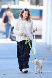 Bethany Joy Lenz Out with Her Dog in Los Angeles 2018/11/22 4
