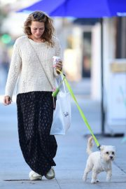 Bethany Joy Lenz Out with Her Dog in Los Angeles 2018/11/22 5