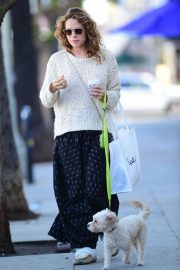 Bethany Joy Lenz Out with Her Dog in Los Angeles 2018/11/22 6