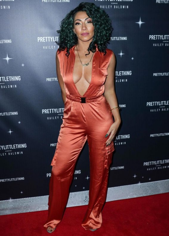 Bridget Kelly at PrettyLittleThing Starring Hailey Baldwin Event in Los Angeles 2018/11/05 1