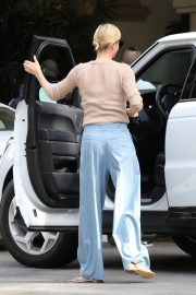 Charlize Theron Out for Lunch in Beverly Hills 2018/11/04 6