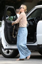 Charlize Theron Out for Lunch in Beverly Hills 2018/11/04 7