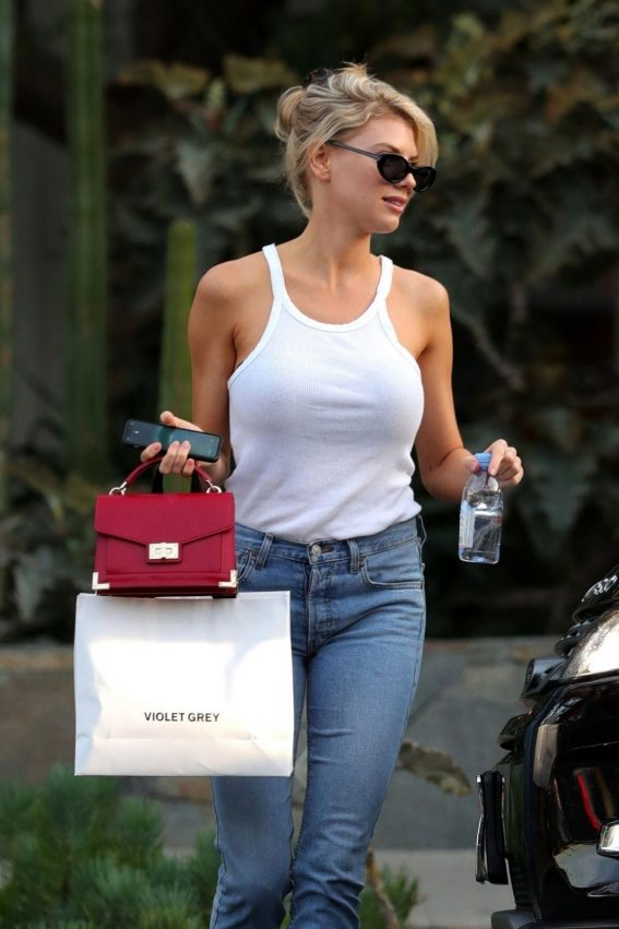 Charlotte McKinney in Jeans Out Shopping in West Hollywood 2018/11/02 1