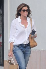 Cindy Crawford Shopping at American Rag Cie in Los Angeles 2018/11/16 6