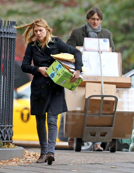 Claire Danes and Hugh Dancy Out Shopping in New York 2018/11/09 1