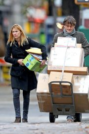 Claire Danes and Hugh Dancy Out Shopping in New York 2018/11/09 3