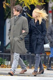 Claire Danes and Hugh Dancy Out Shopping in New York 2018/11/09 7