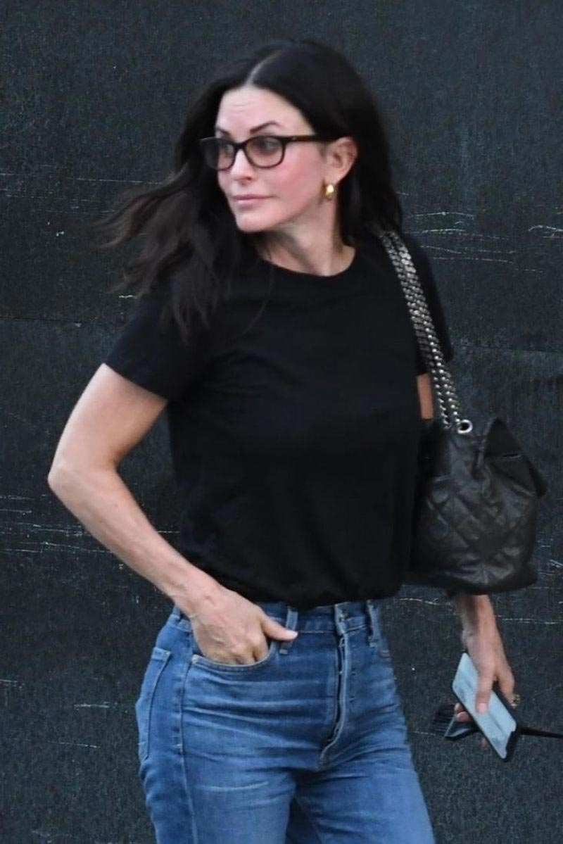Courteney Cox Leaves a Nail Salon in Beverly Hills 2018/11/06 1