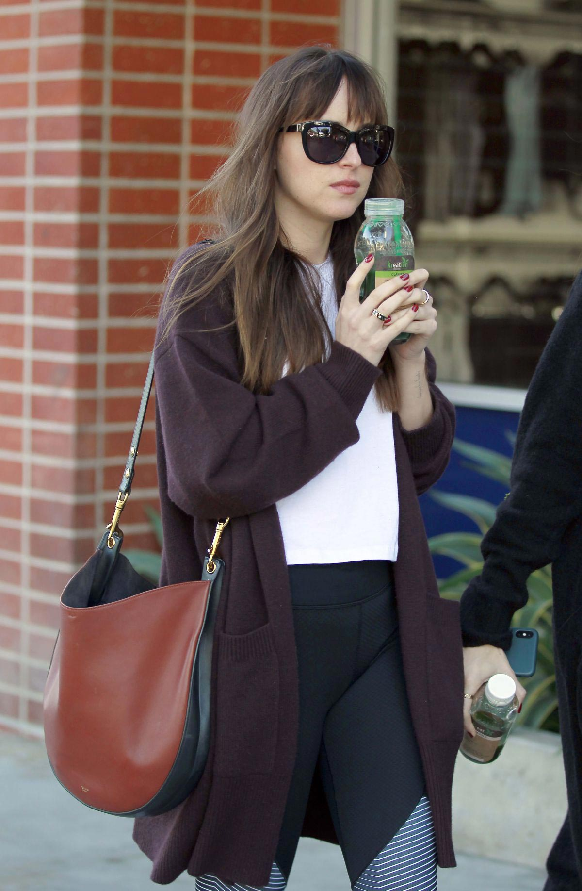 Dakota Johnson Out and About in Los Angeles 2018/11/12 1