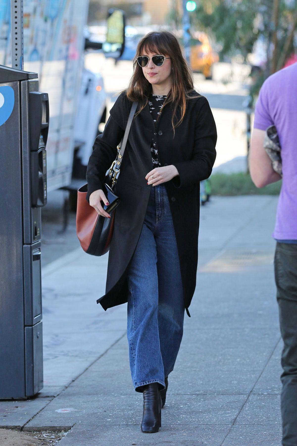 Dakota Johnson Out for a Lunch in Los Angeles 2018/11/19 1