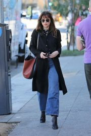 Dakota Johnson Out for a Lunch in Los Angeles 2018/11/19 5