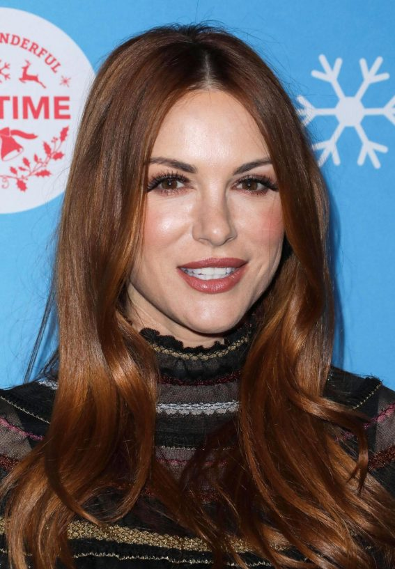 Danneel Harris at Gingerbread House Experience in Los Angeles 2018/11/14 1