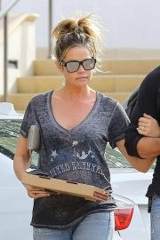 Denise Richards Out for Pizza in Calabasas 2018/11/27 7