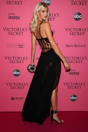 Devon Windsor at VS Fashion Show Afterparty in New York 2018/11/07 1