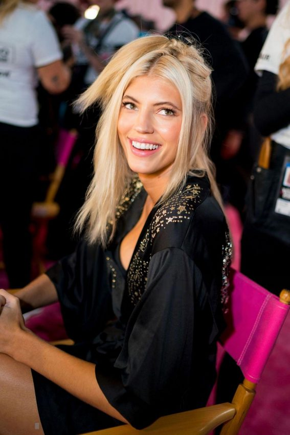 Devon Windsor on the Backstage of Victoria's Secret Fashion Show in New York 2018/11/08 1