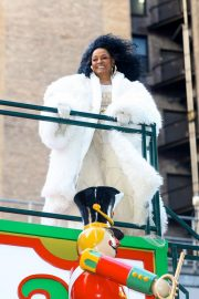Diana Ross at 2018 Macy's Thanksgiving Day Parade in New York 2018/11/22 1