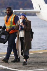 Drew Barrymore at a Heliport in New York 2018/11/26 3