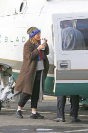 Drew Barrymore at a Heliport in New York 2018/11/26 5
