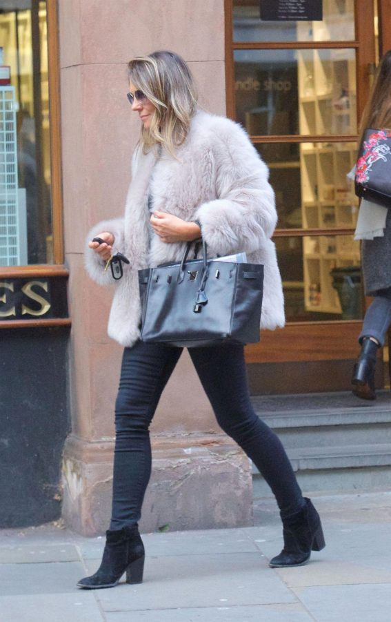 Elizabeth Hurley Out Shopping at Peter Jones in Chelsea 2018/11/15 1