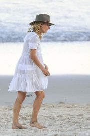 Elsa Pataky on the Beach in Byron Bay 2018/11/26 1