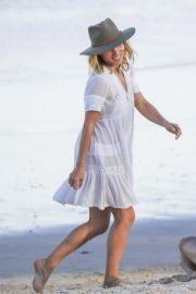 Elsa Pataky on the Beach in Byron Bay 2018/11/26 7