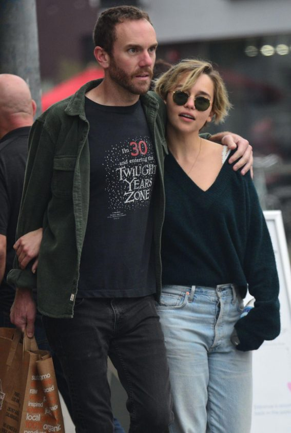 Emilia Clarke and Charlie McDowell Out in Venice Beach 2018/11/04 1