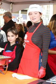 Emma Kenney at Los Angeles Mission Thanksgiving Event 2018/11/21 3