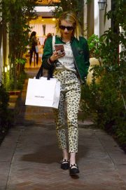 Emma Roberts Shopping on Melrose Place in Los Angeles 2018/11/26 2