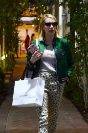 Emma Roberts Shopping on Melrose Place in Los Angeles 2018/11/26 3