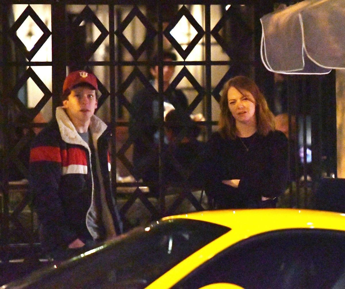 Emma Stone and Jesse Eisenberg Out for Dinner in Los Angeles 2018/11/27 1