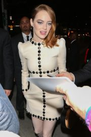Emma Stone Arrives at The Favourite Premiere in Westwood 2018/11/16 7