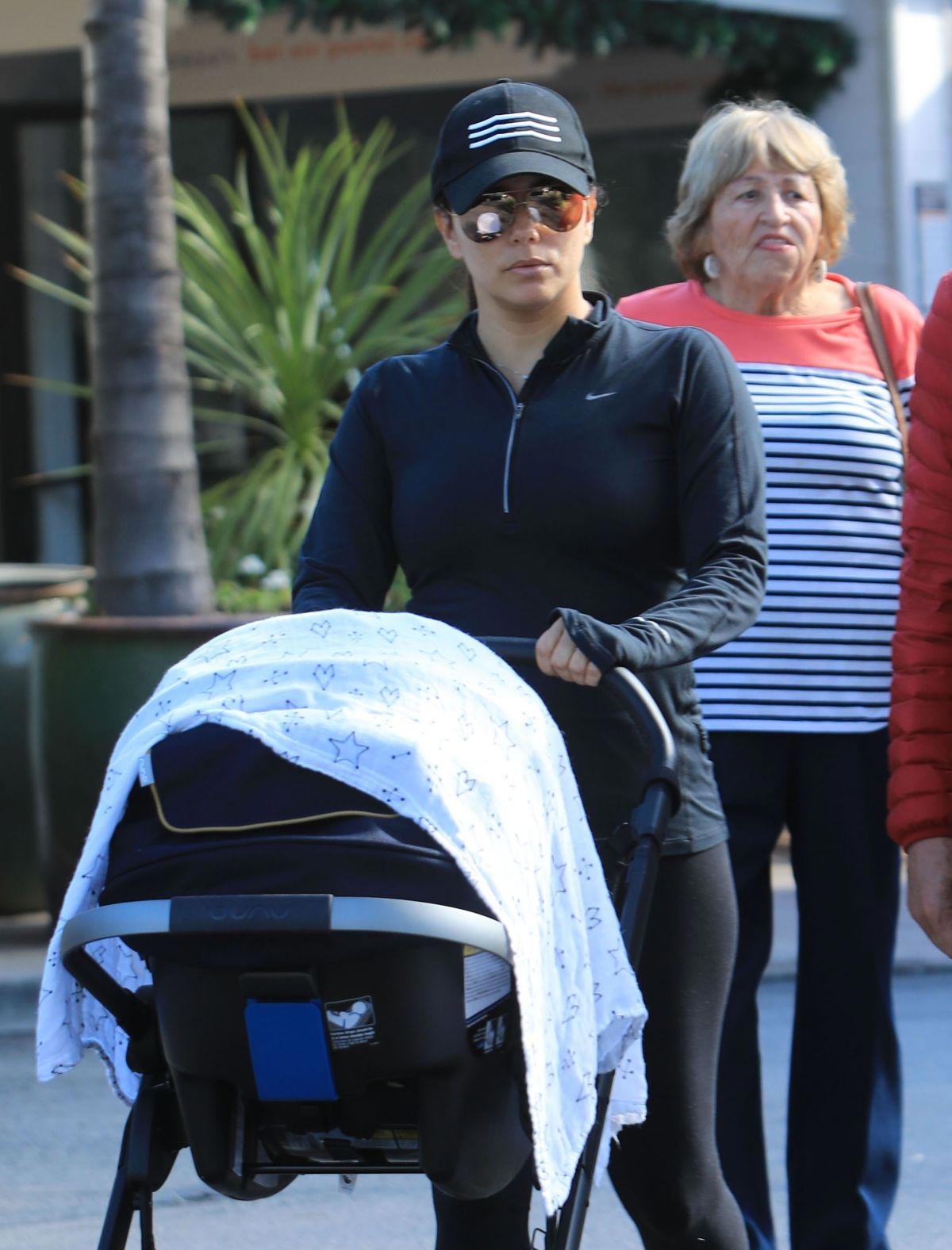 Eva Longoria Out and About in Los Angeles 2018/11/23 1