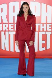 Gal Gadot at Ralph Breaks the Internet Premiere in London 2018/11/25 3