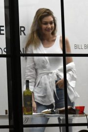 Gigi Hadid at An Art Gallery Opening in Miami 2018/11/24 1