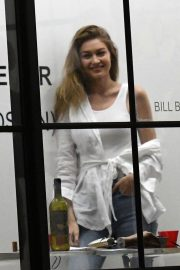 Gigi Hadid at An Art Gallery Opening in Miami 2018/11/24 3
