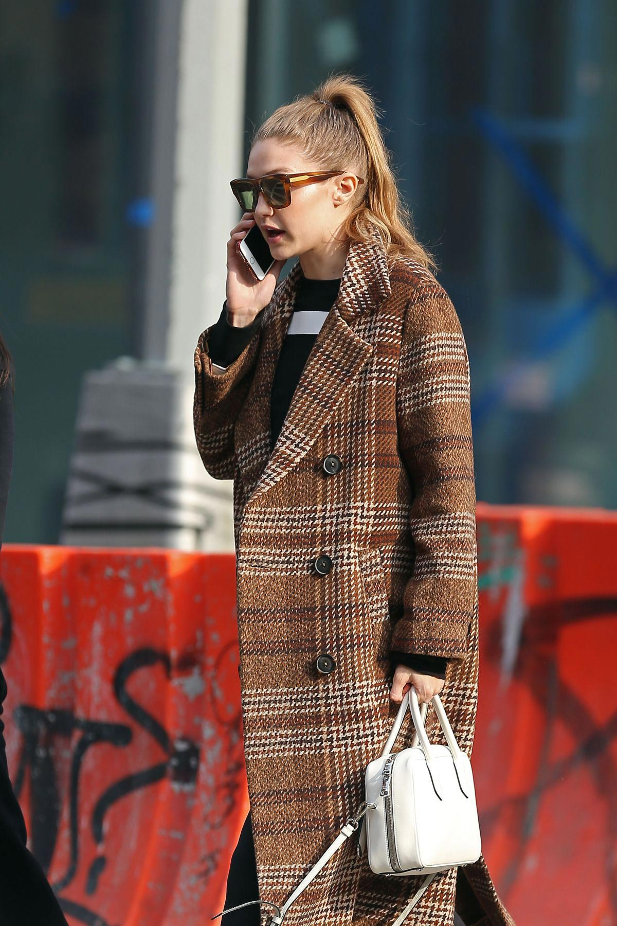 Gigi Hadid Out and About in New York 2018/11/19 1