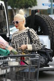 Gwen Stefani Out Shopping in Los Angeles 2018/11/18 2
