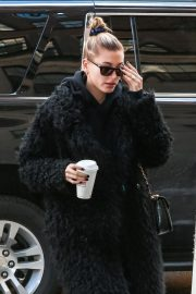 Hailey Baldwin at a Doctors Office in New York 2018/11/16 6