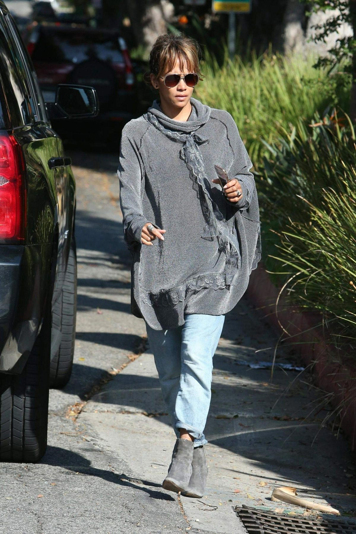 Halle Berry Out and About in Los Angeles 2018/11/24 1
