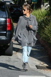 Halle Berry Out and About in Los Angeles 2018/11/24 5
