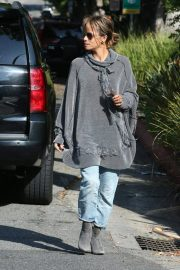 Halle Berry Out and About in Los Angeles 2018/11/24 7