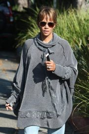 Halle Berry Out and About in Los Angeles 2018/11/24 8