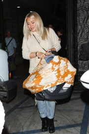 Hilary Duff at Nine Zero One Salon in West Hollywood 2018/11/26 1