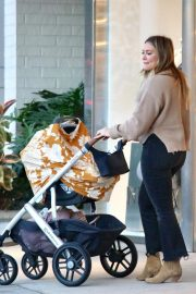 Hilary Duff Out for Dinner in Los Angeles 2018/11/14 3