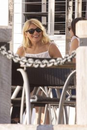 Holly Willoughby at a Waterfront Restaurant on Gold Coast 2018/11/15 2